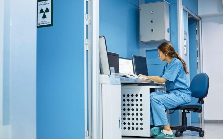 Veterinarian at desk, Talkatoo Dictation Software - I Love Veterinary
