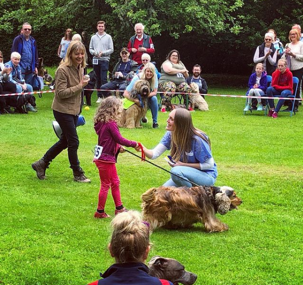 Dr. Chloe Buiting at dog show talking to girl contestant with her Coker Spaniel - I Love Veterianry