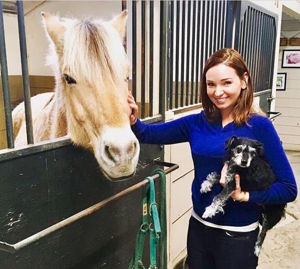 Dr. Katie Lawlor with the horse and with the dog - I Love Veterinary